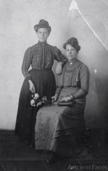 Unknown Pronk Women