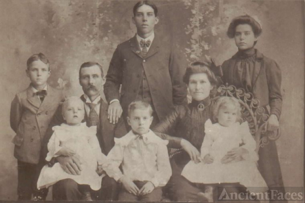 Levi & Maryetta Binkley Family