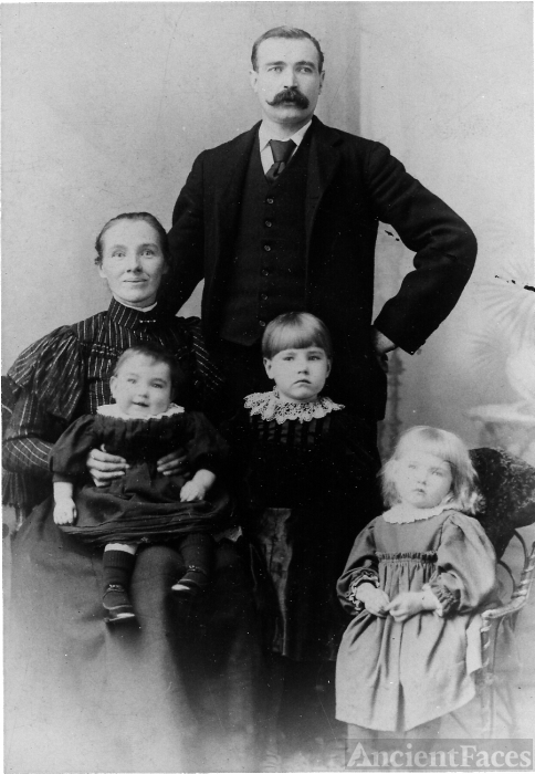 Alice (Rowe) & William Jobe Family c1900