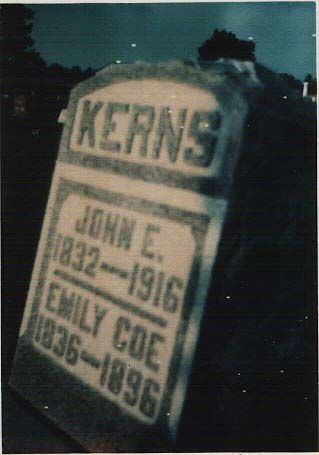 John e. Kerns & wife's tombstone