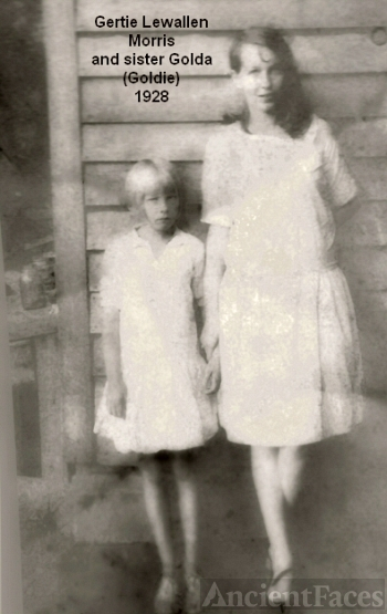 Sisters Gertie and Golda Lewallen Morris