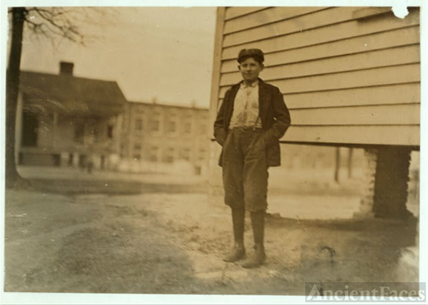 Boy working in Calvine Mfg. Co. Charlotte, N.C. Been...
