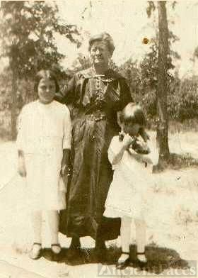 Mary Jane 'Mimie' Fergus Hightower & Daughters