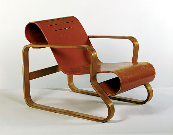 Alvar Aalto, Paimio Chair, 1930, Birch plywood and solid birch, painted seat, V&A: W.14-1987 © V&A Images/Victoria and Albert Museum, London