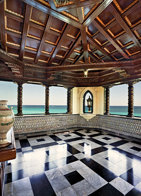A ballroom overlooking the Caribbean is located on the top floor of the 1926 beachfront Spanish-style mansion Xanadú built by American millionaire Irénée du Pont and used as a family vacation home. The ballroom is decorated in the Italian rococo manner with coffered ceiling and imported marble floors.