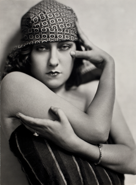 Fig. 8: Nickolas Muray (American, 1892–1965) Gloria Swanson, circa 1925 Gelatin silver print, 12-3/4 x 9-3/8 in. George Eastman House, International Museum of Photography and Film, Rochester, New York. Gift of Mrs. Nickolas Muray. © Estate of Nickolas Muray.