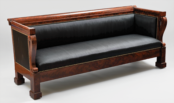 Fig. 9: Duncan Phyfe (1770–1854), box sofa, 1834. Mahogany, mahogany veneer; secondary woods: ash, white pine. H. 32-1/2, W. 81, D. 27 in. Courtesy, Martha Ann Sitterding and Thomas F. Stansfield.