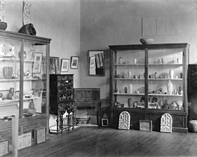 Fig. 2: Installation of the 1913 Annual Exhibition of the Society of Arts and Crafts, Boston at the Museum of Fine Arts, Boston.