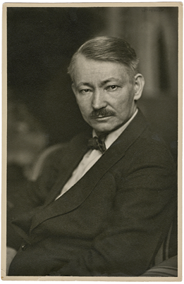 Fig. 1: William McKillop (1878–1937) Robert Henri (1865–1929), ca. 1920 Gelatin silver print, ca. 10 x 3-1/2 inches Courtesy, estate of the artist, LeClair Family Collection