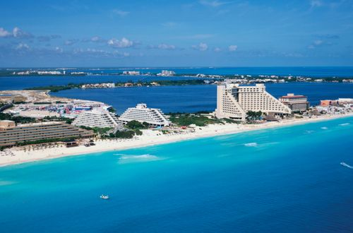 Flight + hotel packages to Cancún, México