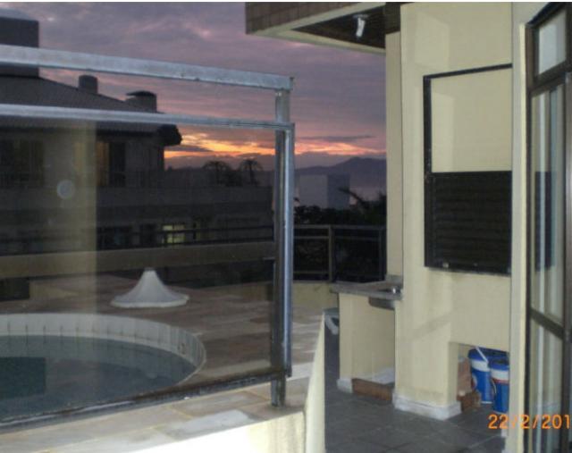 6. área da piscina com churrasqueira
