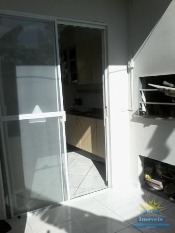 13. churrasqueira e acesso a cozinha