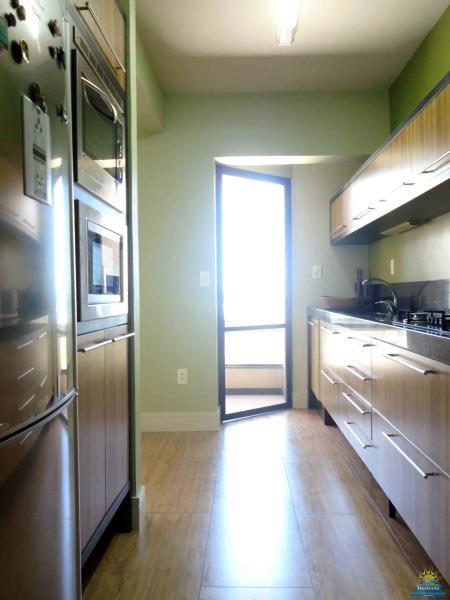 6. Cozinha com saída churrasqueira