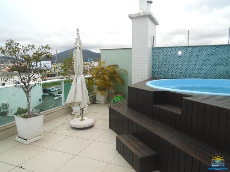33. Terraço com piscina âng. 2