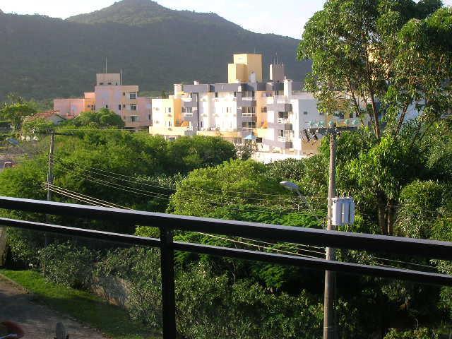 13. terraço na frente ang 6, com vista para o morro