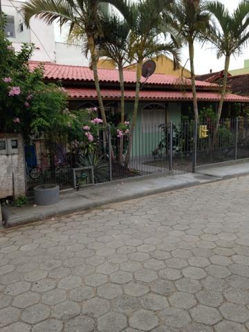 Casa-Codigo-11695-a-Venda-no-bairro-Ingleses-na-cidade-de-Florianópolis