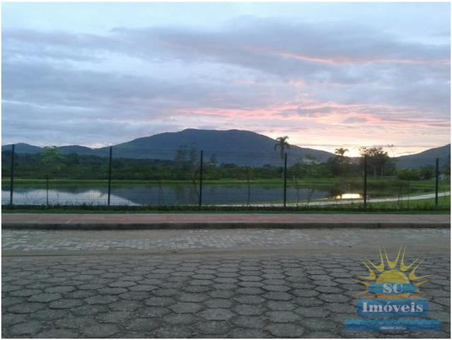 5. lago com pista de caminhada
