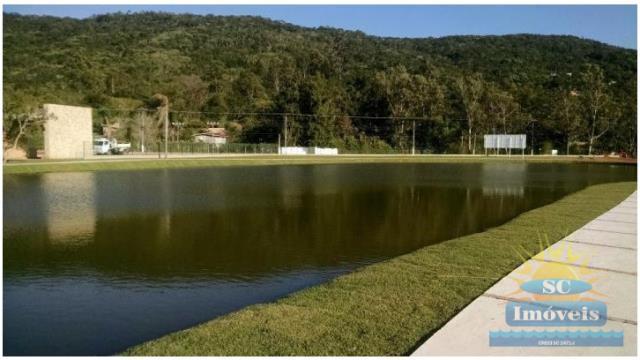 9. lago com pista de caminhada
