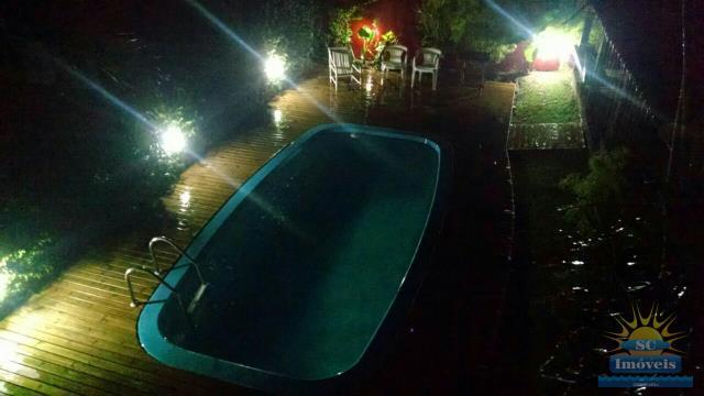 12. piscina a noite