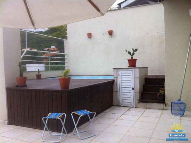 16. Terraço com piscina