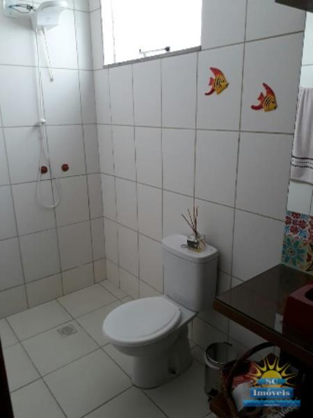 15. Banheiro suíte âng. 1