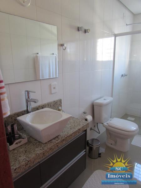 17. Banheiro Principal