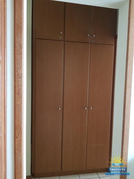15. Closet ang.1