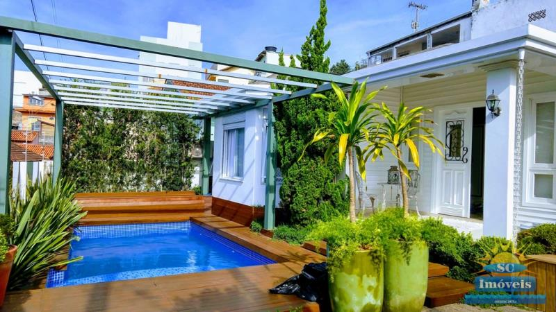 Casa-Codigo-14064-a-Venda-no-bairro-Estreito-na-cidade-de-Florianópolis