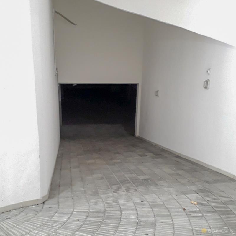 66. Garagens
