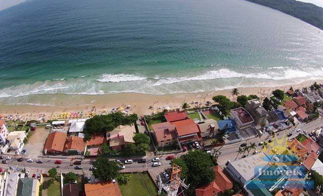 3. vista aérea da praia e casa.