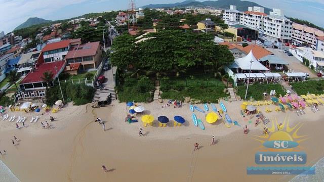 5. Vista aérea da casa frente mar.