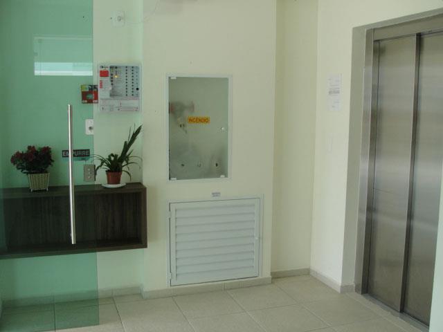 12. Hall de entrada e elevador