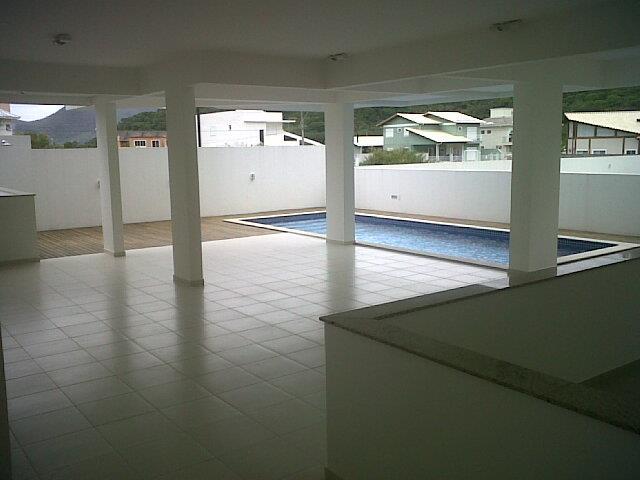 24. área da churrasqueira e piscina