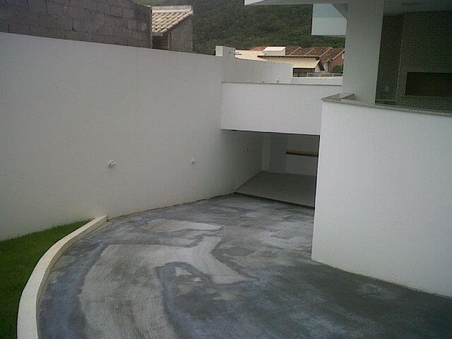 30. acesso as garagens no subsolo