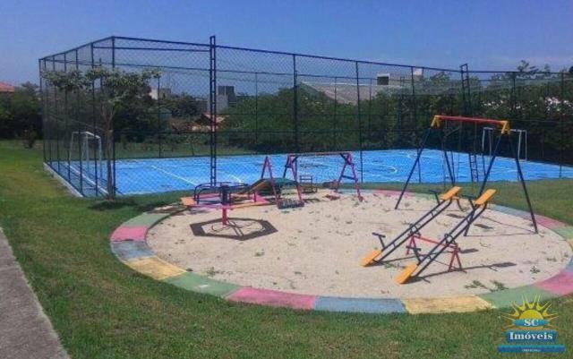 71. Playground e Quadra poliesportiva