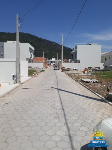 RECANTO DAS OLIVEIRAS (INGLESES) Rua calçada
