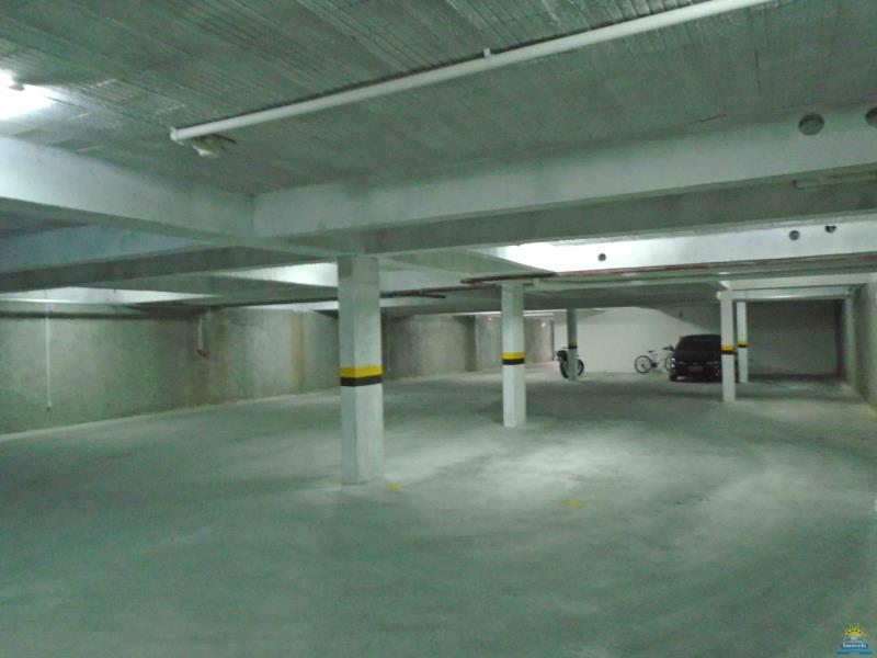 28. Garagens