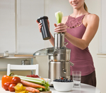 Woman_using_juicer
