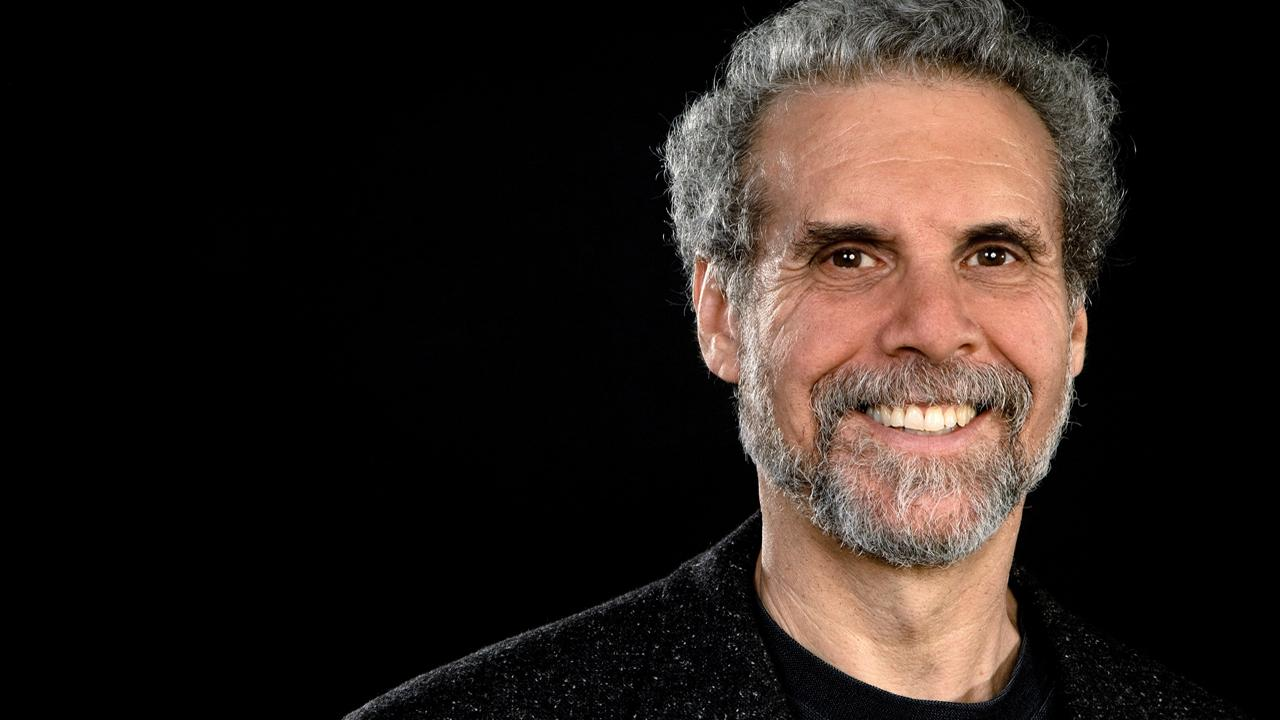 an analysis of emotional intelligence by daniel goleman That control as i critique emotional intelligence, by daniel goleman critical analysis of emotional intelligence  in goleman's view, the emotional mind.