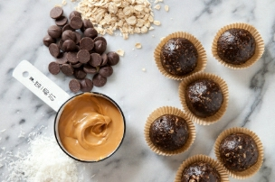 Dark Chocolate Peanut Butter Granola Bites