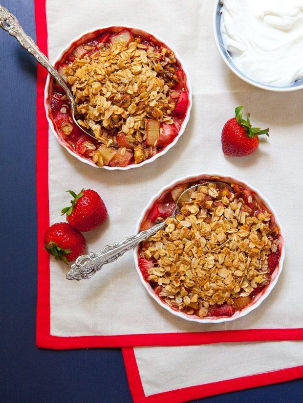 Strawberry Rhubarb Granola Crisp