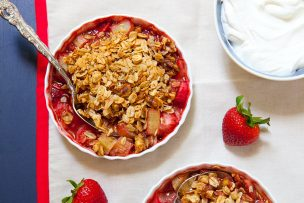 Strawberry Rhubarb Granola Crisp