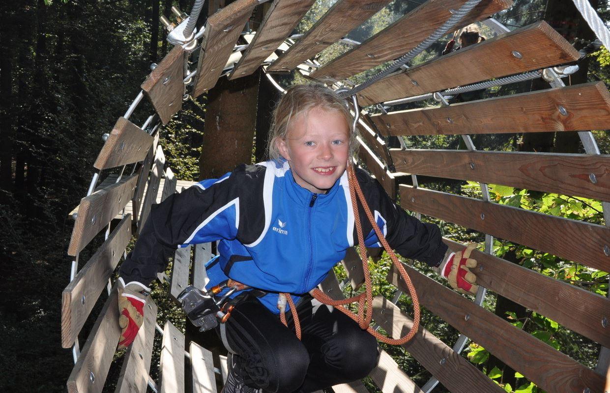 Kletterausrüstung Zürich : Seilpark zürich klooten freibad ausflugstipp für kinder in kloten