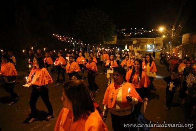 Em Jacarézinho – PR, procissão luminosa