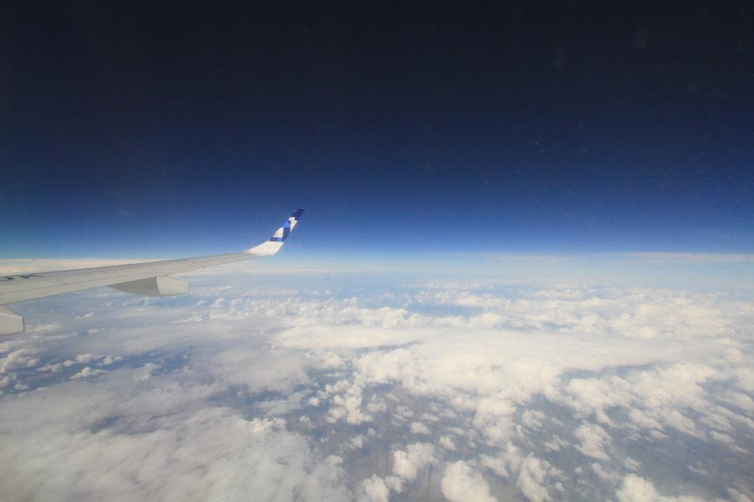 Voo por cima das nuvens