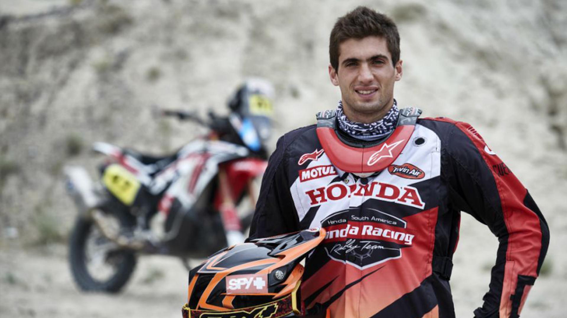 Kevin Benavides, el piloto que hace historia en el Rally Dakar 2018 Tras llegar a La Paz, el salteño se ubicó en el primer puesto de la tabla general de motos y su nombre quedó en los libros por ser el primer argentino en alcanzar el liderato en esa c