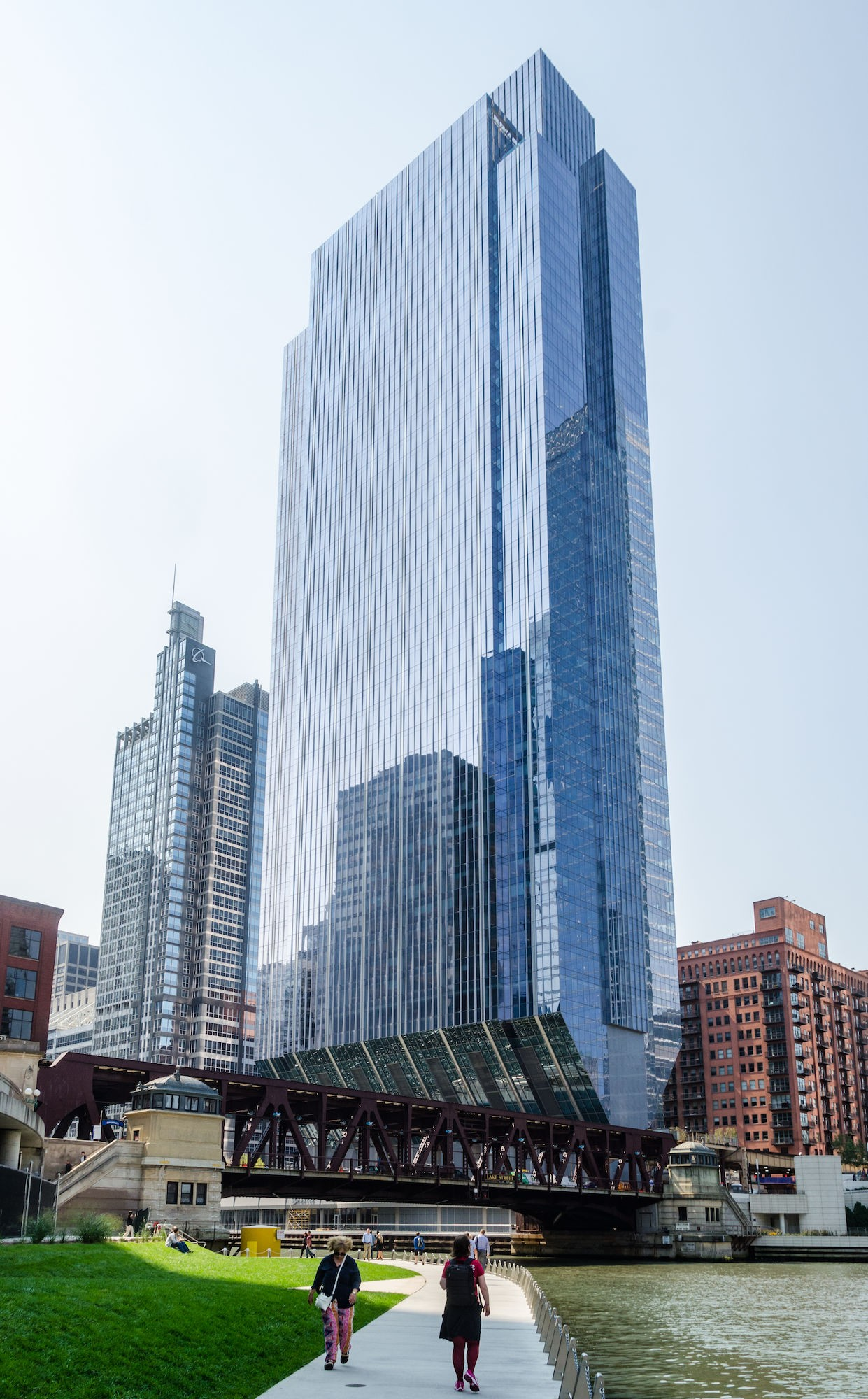 Chicago Walking Tours. Free Tours by Foot is pleased to present the best pay-what-you-like guided Chicago walking tours. These interesting and informative sightseeing city tours will take you through many of the Windy City's most famous neighborhoods.