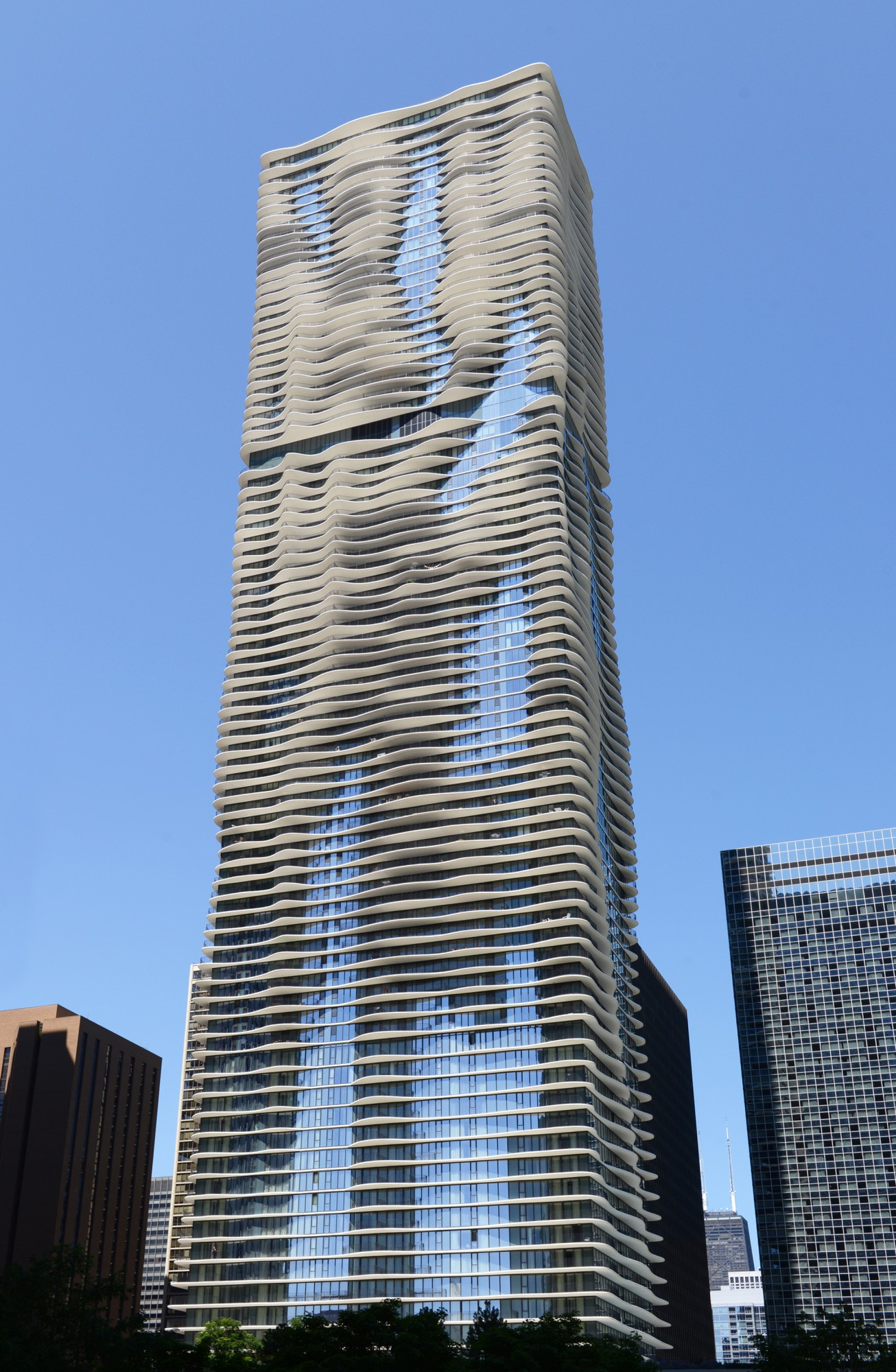 Aqua buildings of chicago chicago architecture for Construction architect