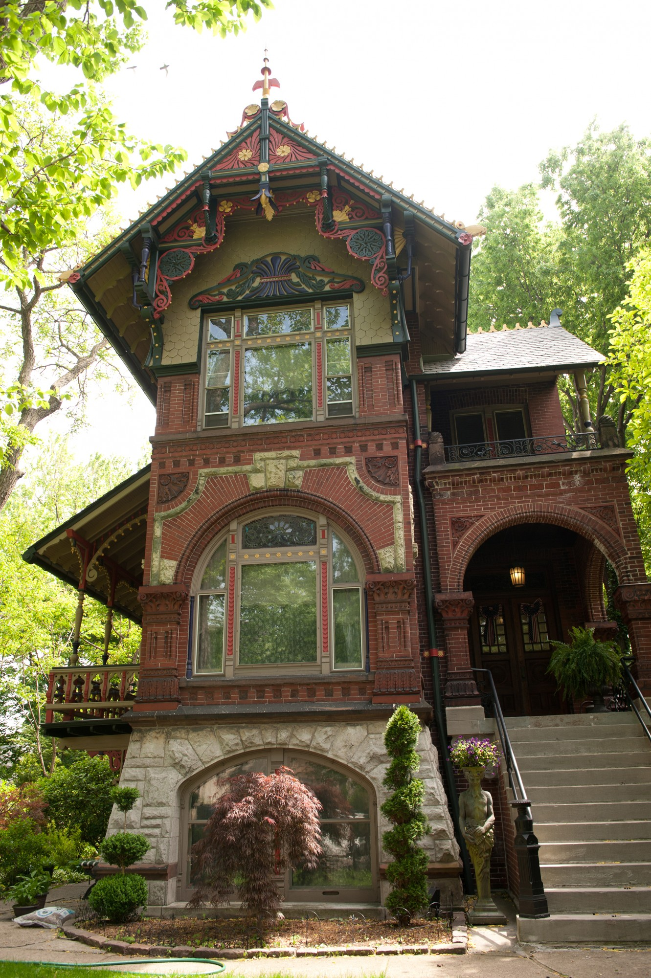 Historic Chicago Architecture wicker park: learn an area/explore investing opportunities($15