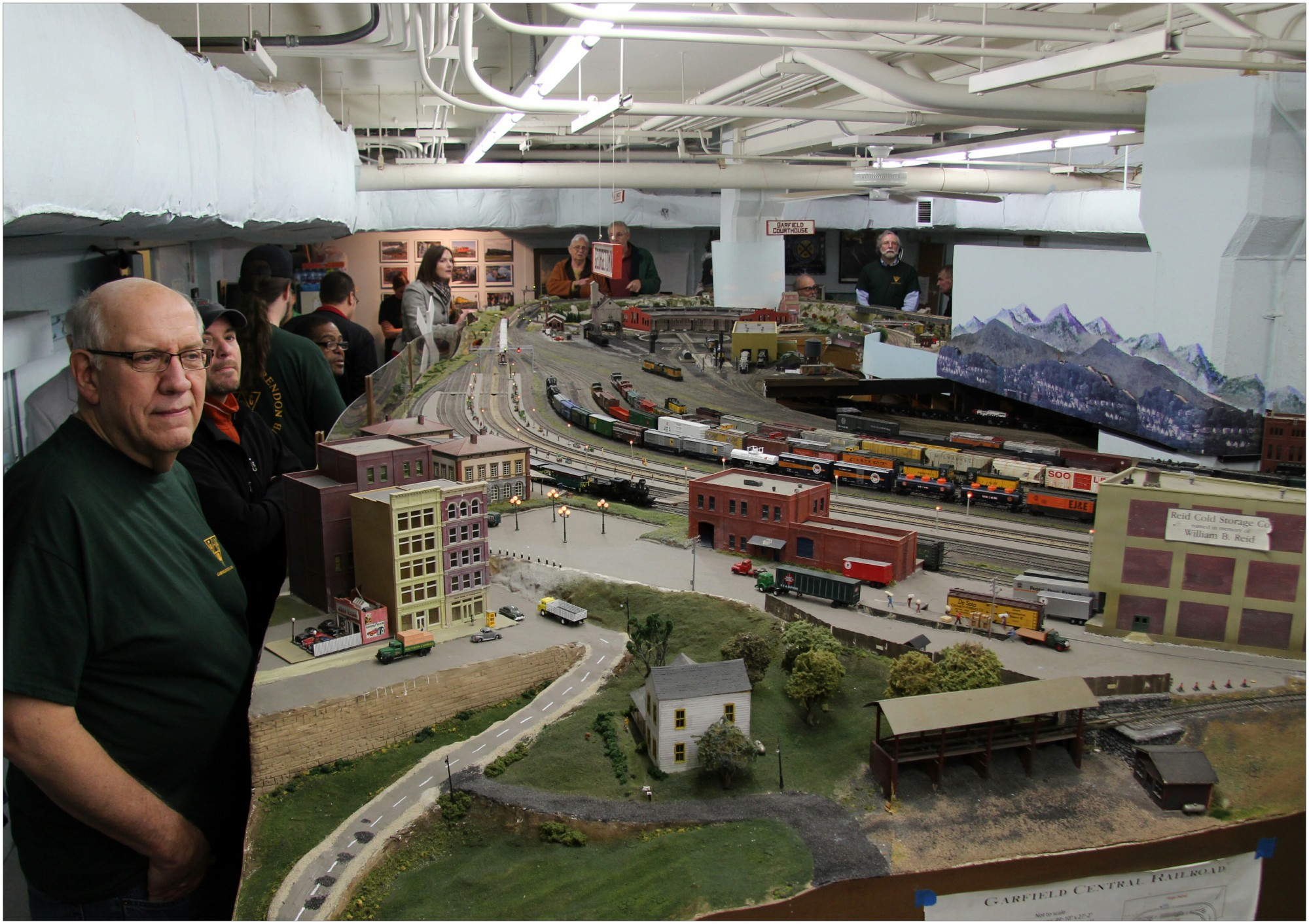 how to build and operate a model railroad
